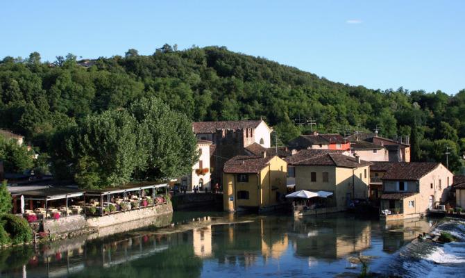 I borghi pi romantici d 39 italia - B b le finestre sul centro jesi an ...