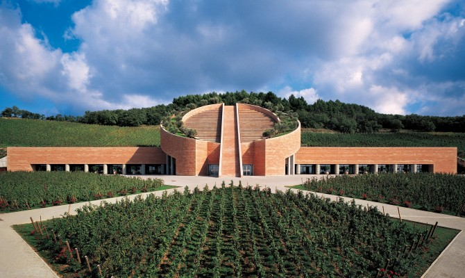 Matrimonio Azienda Vinicola Toscana : Petra una cantina d autore tra le colline toscane