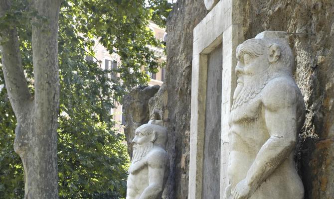 Roma esoterica i luoghi che nessuno conosce - Porta magica piazza vittorio ...