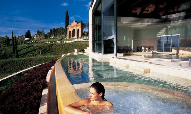 fonteverde tuscan resortspa villa medicea immersa nel verde della val dorcia d il benvenuto agli ospiti offrendo 5mila metri quadrati di spa