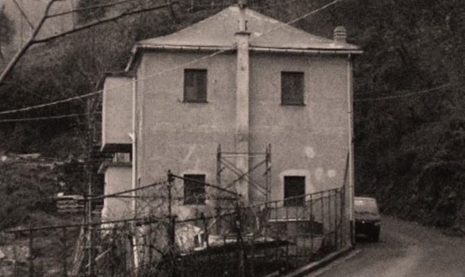 La casa delle anime locanda infestata di voltri for Due case di mattoni storia