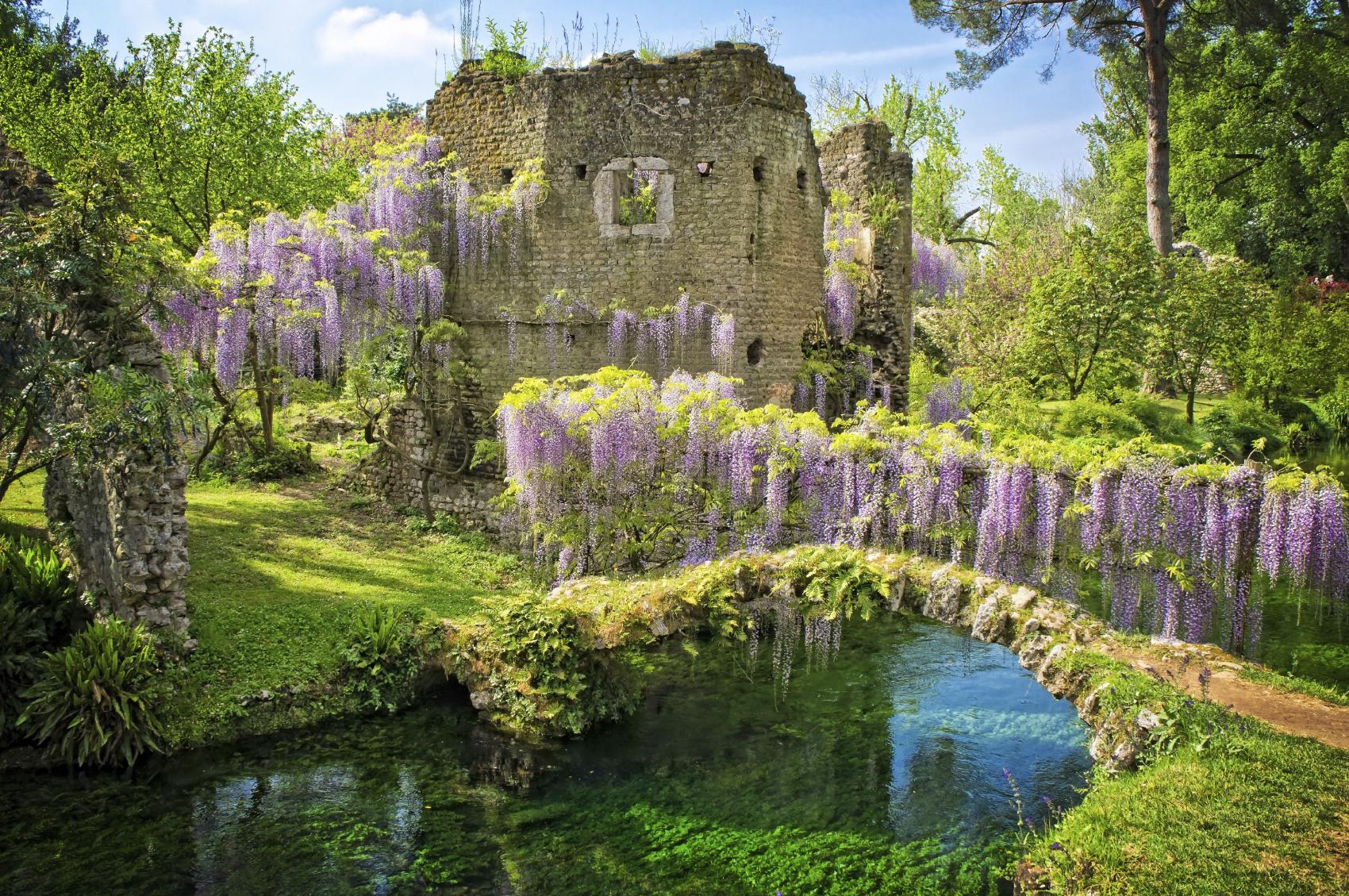 Lazio cosa rende speciale il giardino di ninfa - Fiori da giardino primavera estate ...