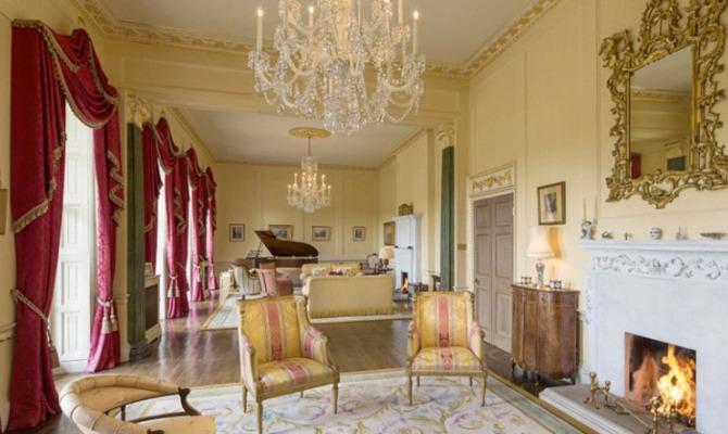 In vendita la casa dei ricordi della regina elisabetta for La regina anne casa