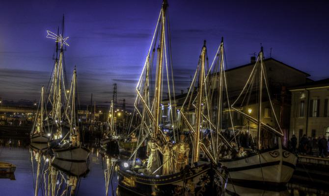 Cesenatico e il presepe galleggiante della marineria for Un mezzo galleggiante