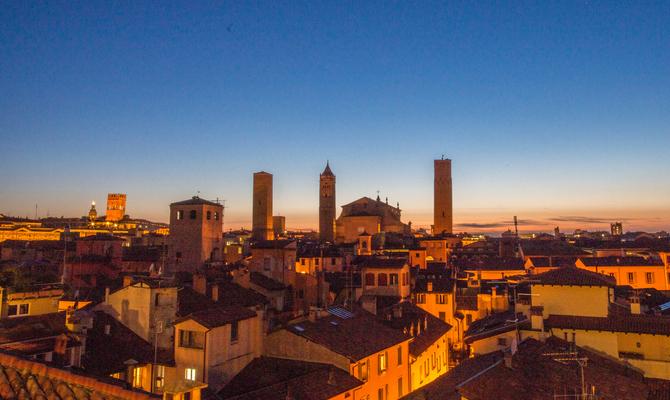 Dove dormire a bologna 10 hotel per un weekend for Dormire a bologna centro storico
