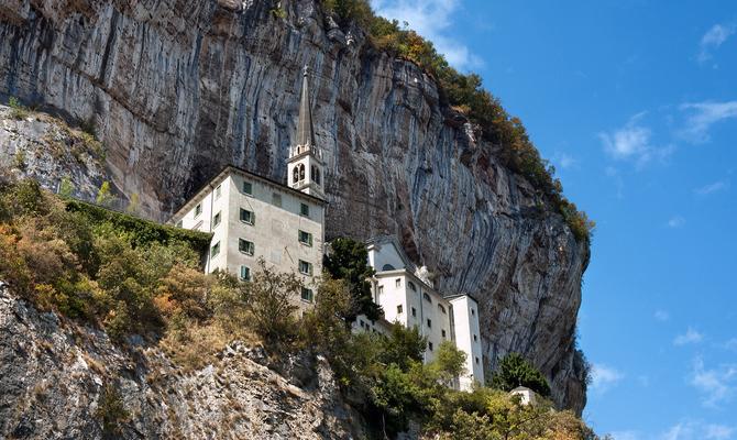 Le chiese pi belle d 39 italia scavate nella roccia - Regioni italiane non bagnate dal mare ...