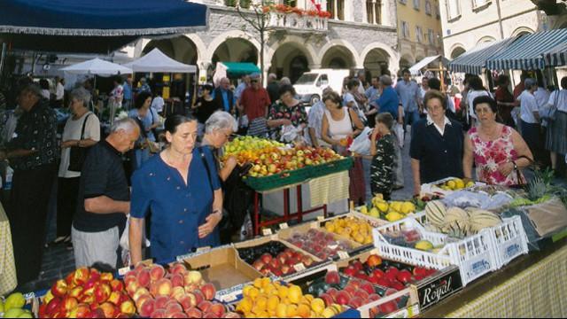 Shopping al mercato in ticino for Mercato prato della valle