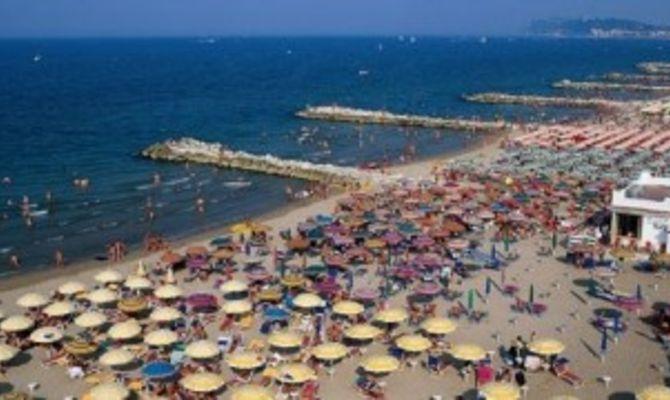 Rimini tornano le altalene sulla spiaggia - Bagno 30 rimini ...