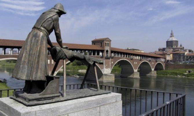 Pavia, cosa sapere sulla statua della lavandaia