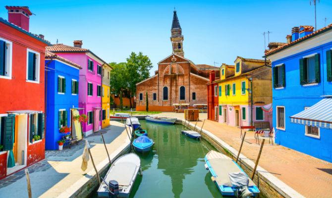 Burano romantico rifugio lontano dal caos - Muri di casa colorati ...