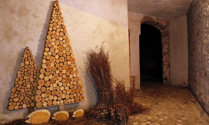 Alberi Di Natale In Legno Addobbati : Andreis il paese degli alberi di natale