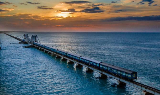 Video chennai express il treno sopra il mare - Sopra un mare di specchi si vola ...