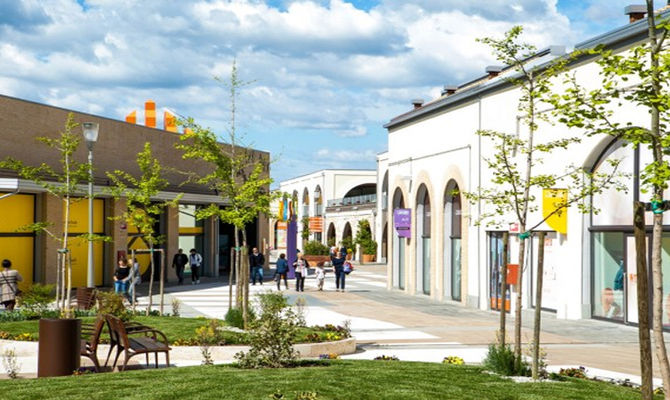 Soratte Outlet: shopping in Tuscia