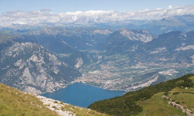Trentino 5 passeggiate per scoprire il parco del monte baldo for Monti del trentino