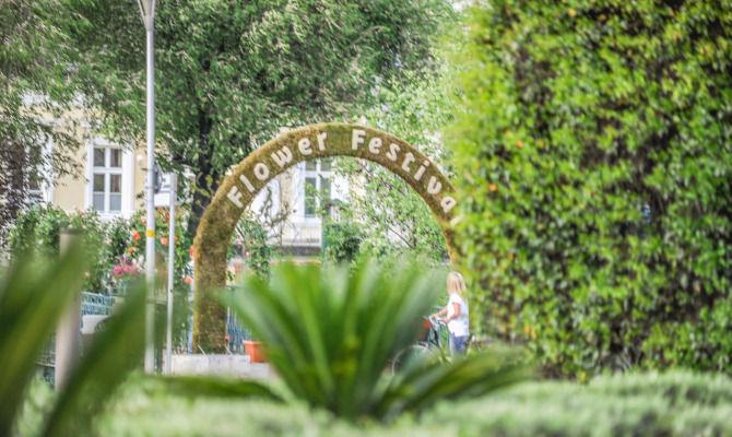 Alto adige fiori in festa al merano flower festival for Azienda soggiorno merano
