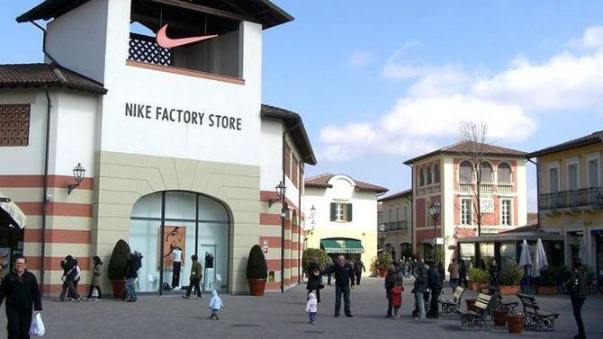 big sale 305d3 74648 Serravalle l'outlet più grande