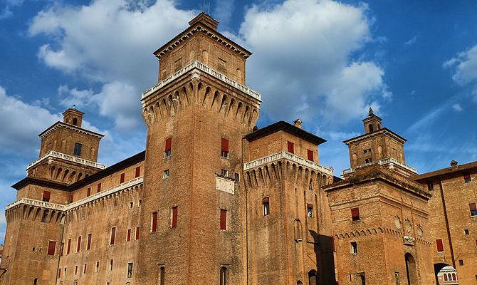Ufficio Turismo A Ferrara : Ferrara il castello estense celebra le donne