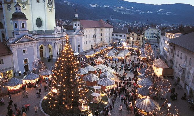 Mercatino Di Natale Bressanone Foto.Tra Le Bancarelle Di Bressanone