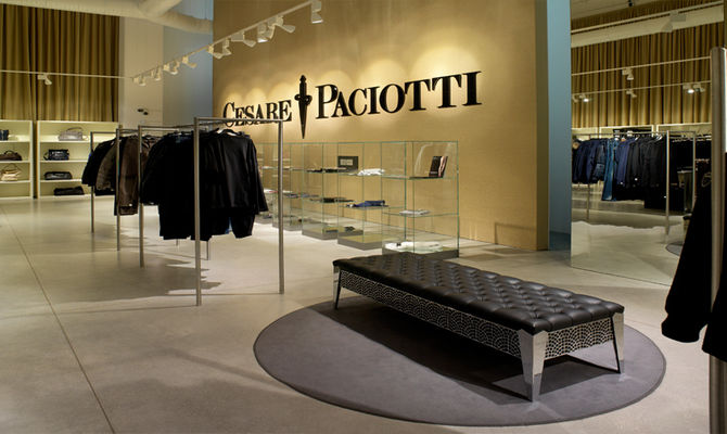 Civitanova Marche, l\'Outlet in casa Paciotti