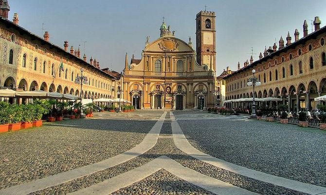 Piazza Ducale Lo Scenografico Salotto Di Vigevano