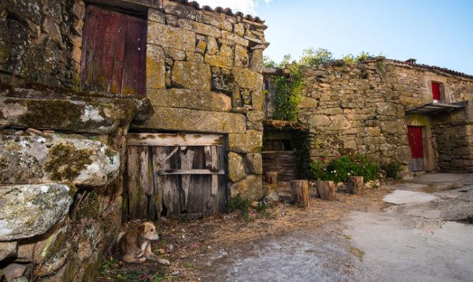 I borghi fantasma che si possono acquistare for Case abbandonate italia
