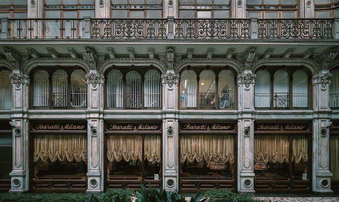 Torino, esterno della caffetteria