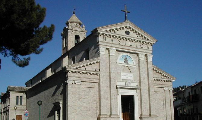 Abruzzo La Basilica Miracolosa Di Pescara