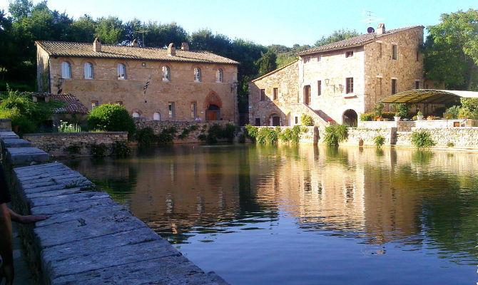 Bagno vignoni calde sorgenti di benessere - Terme di bagno vignone ...