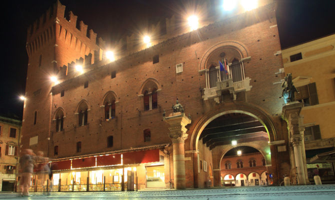 Ufficio Turismo A Ferrara : Ferrara tuffo nel passato con il carnevale estense