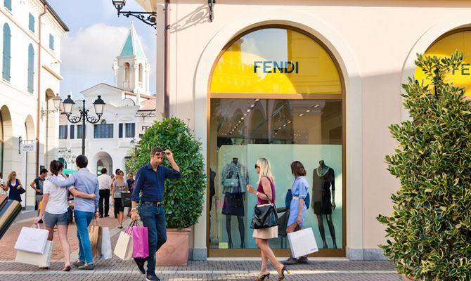 Veneto: le vetrine del borgo