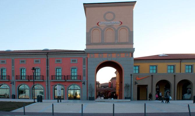 Città Sant'Angelo Outlet Village   Outlet Village
