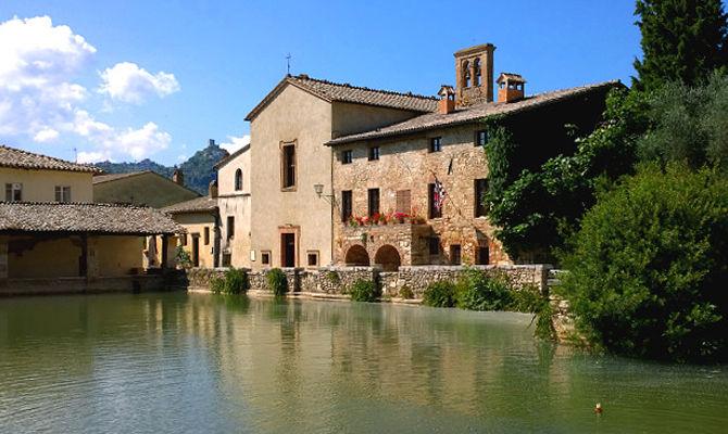 Bagno vignoni romantico borgo termale